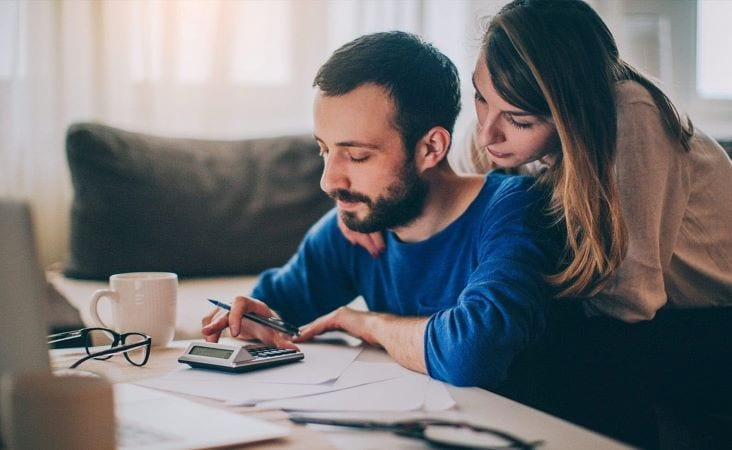 Couple works on budget together